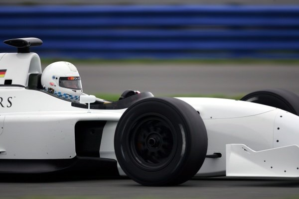 Christian Danner (GER) Grand Prix Masters Testing, Day One, Silverstone, England, 26 October 2005. DIGITAL IMAGE