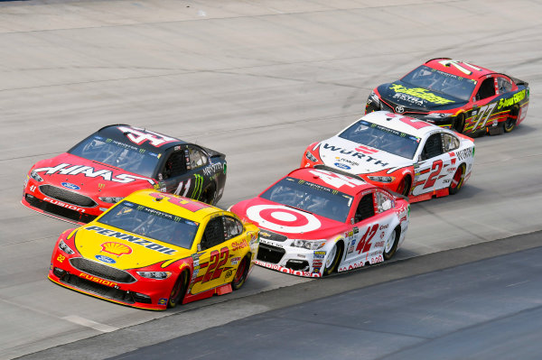 Monster Energy NASCAR Cup Series AAA 400 Drive for Autism Dover International Speedway, Dover, DE USA Sunday 4 June 2017 Joey Logano, Team Penske, Shell Pennzoil Ford Fusion and Kyle Larson, Chip Ganassi Racing, Target Chevrolet SS World Copyright: Nigel Kinrade LAT Images ref: Digital Image 17DOV1nk13589