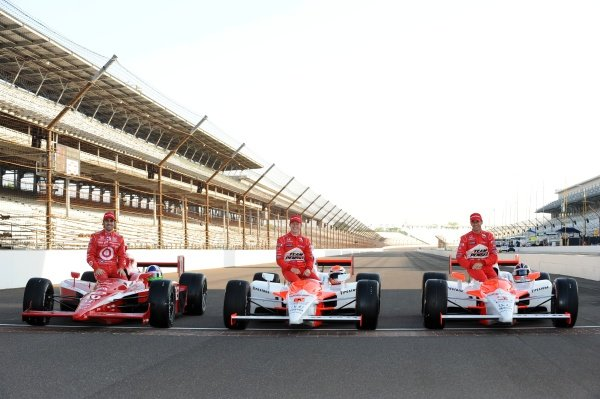 Indy 500 Front row:Pole Position: Helio Castroneves (BRA), Team Penske, centre.2nd Ryan Briscoe (AUS), Team Penske, right.3rd Dario Franchitti (GBR), Target Ganassi, left.IndyCar Series, Rd4, Indianapolis 500, Indianapolis Motor Speedway, Indianapolis, Pole Day, Sunday 10 May 2009.