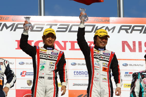 Okayama, Japan. 1st April 2012.GT300 - Winner Tetsuya Tanaka & Katsuyuki Hiranaka ( #11 GAINER DIXCEL R8 LMS ) 1st position, podium.World Copyright: Yasushi Ishihara/LAT Photographicref: Digital Image 2012SGT_R1_022