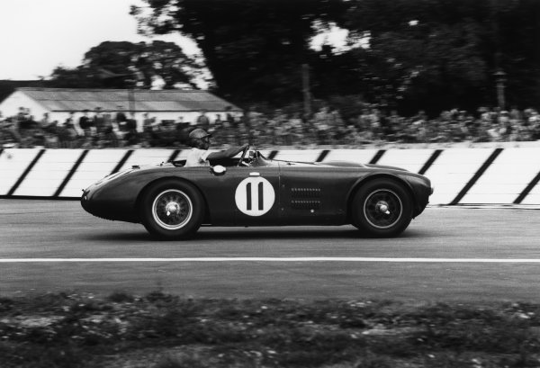 Goodwood, West Sussex, England. 22nd August 1953 George Abecassis/Graham Whitehead (HWM Jaguar), retired, action. World Copyright: LAT Photographic Ref:  53 - 86 - 18-18A.
