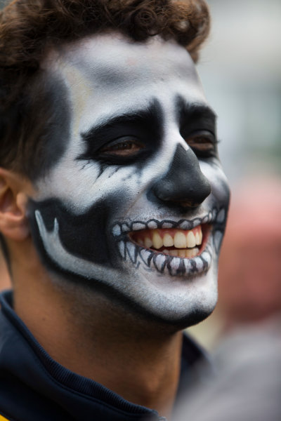 Autodromo Hermanos Rodriguez, Mexico City, Mexico. Thursday 27 October 2016. Daniel Ricciardo, Red Bull Racing, wearing Day of the Dead face paint. World Copyright: Andrew Hone/LAT Photographic ref: Digital Image _ONY9427