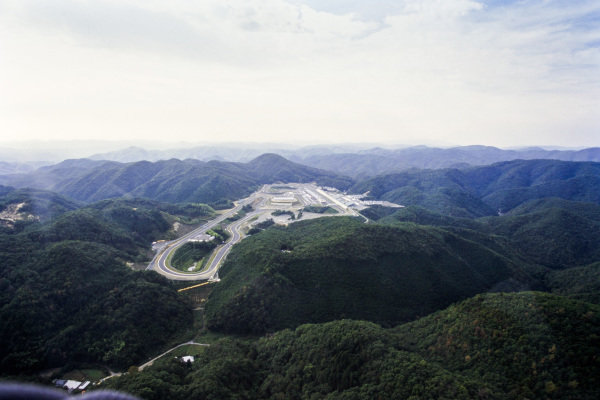 An aerial view of the mountain top circuit.