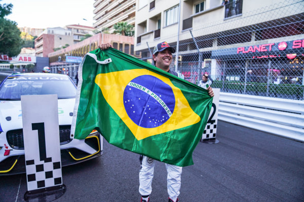 Cacá Bueno (BRA), Jaguar Brazil Racing celebrates victory in parc ferme