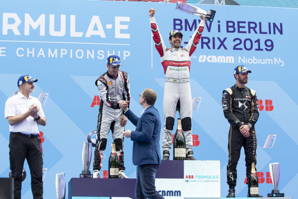 Lucas Di Grassi (BRA), Audi Sport ABT Schaeffler, 1st position, Sébastien Buemi (CHE), Nissan e.Dams, 2nd position, Jean-Eric Vergne (FRA), DS TECHEETAH, 3rd position, and Dieter Gass, Head of Audi Motorsports, on the podium