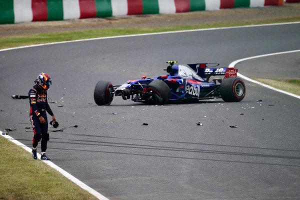 Carlos Sainz jr (ESP) Scuderia Toro Rosso STR12 crashes in FP1 at Formula One World Championship, Rd16, Japanese Grand Prix, Practice, Suzuka, Japan, Friday 6 October 2017.