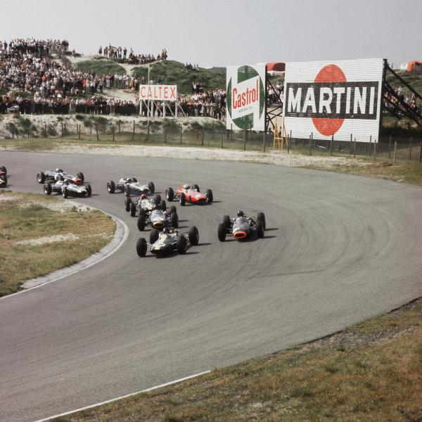 1964 Dutch Grand Prix.Zandvoort, Holland.22-24 May 1964.Jim Clark (Lotus 25 Climax) leads Graham Hill (BRM P261), Dan Gurney (Brabham BT7 Climax), Peter Arundell (Lotus 25 Climax) and John Surtees (Ferrari 158) at the start.Ref-1242.World Copyright - LAT Photographic