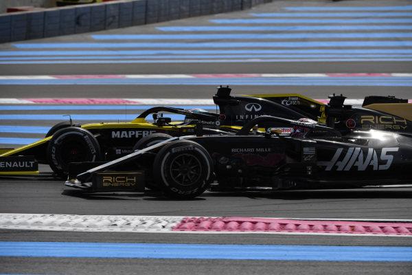 Daniel Ricciardo, Renault R.S.19, passes Romain Grosjean, Haas VF-19