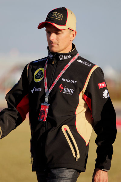 Circuit of the Americas, Austin, Texas, United States of America. Thursday 14th November 2013. Heikki Kovalainen, Lotus F1, walks the track World Copyright: Andy Hone/LAT Photographic. ref: Digital Image _ONY3036