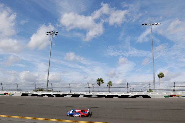 2017 Rolex 24 Hours. Daytona, Florida, USA Thursday 26 January 2017. #67 Ford Performance Chip Ganassi Racing Ford GT: Ryan Briscoe, Richard Westbrook, Scott Dixon World Copyright: Alexander Trienitz/LAT Images ref: Digital Image 2017-24h-Daytona-AT1-0471