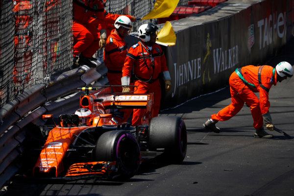 Monte Carlo, Monaco. Saturday 27 May 2017. Marshals clear the wreckage after Stoffel Vandoorne, McLaren MCL32 Honda, crashes. World Copyright: Glenn Dunbar/LAT Images ref: Digital Image _31I9397
