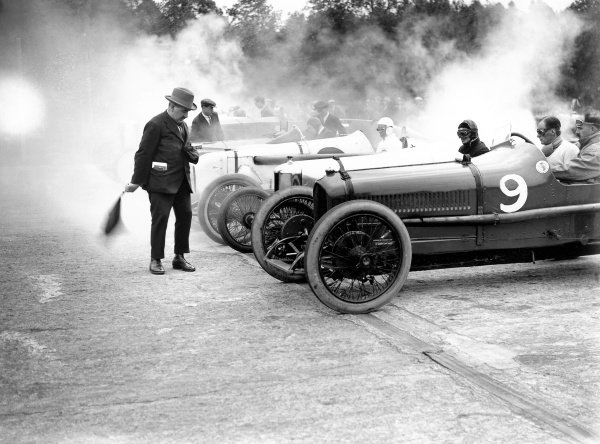 1923 Whitsun Meeting. Brooklands, Surrey. Start of the race, action. World Copyright: LAT Photographic. ref: Autocar Glass Plate