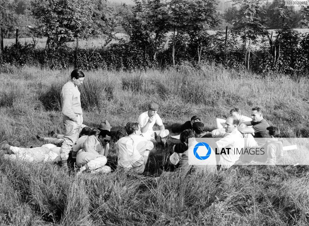 1961 Belgian Grand Prix. Spa-Francorchamps, Belgium. 18 June 1961. The GPDA (Grand Prix Drivers' Association) hold an inpromptu meeting. Jim Clark (standing), Jack Brabham, Innes Ireland, Masten Gregory, Stirling Moss, Phil Hill and Dan Gurney discuss. Ref-9234B/30. World Copyright - LAT Photographic