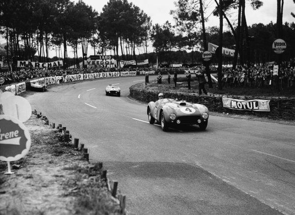 Le Mans, France. 12-13 June 1954 Jose Froilan Gonzalez/Maurice Trintignant (Ferrari 375 Plus), 1st position. Ref-Motor 769/14 World Copyright - LAT Photographic