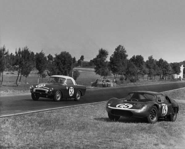 Le Mans, France. 23rd - 24th June 1962 Peter Harper/Peter Proctor (Sunbeam Alpine), 15th position, passes the abandoned Jack Fairman/Tom Dickson (Tojeiro - Climax FPF), retired, action. World Copyright: LAT Photographic Ref:  Autocar Used Pic 29th June 1962 Pg 1067.