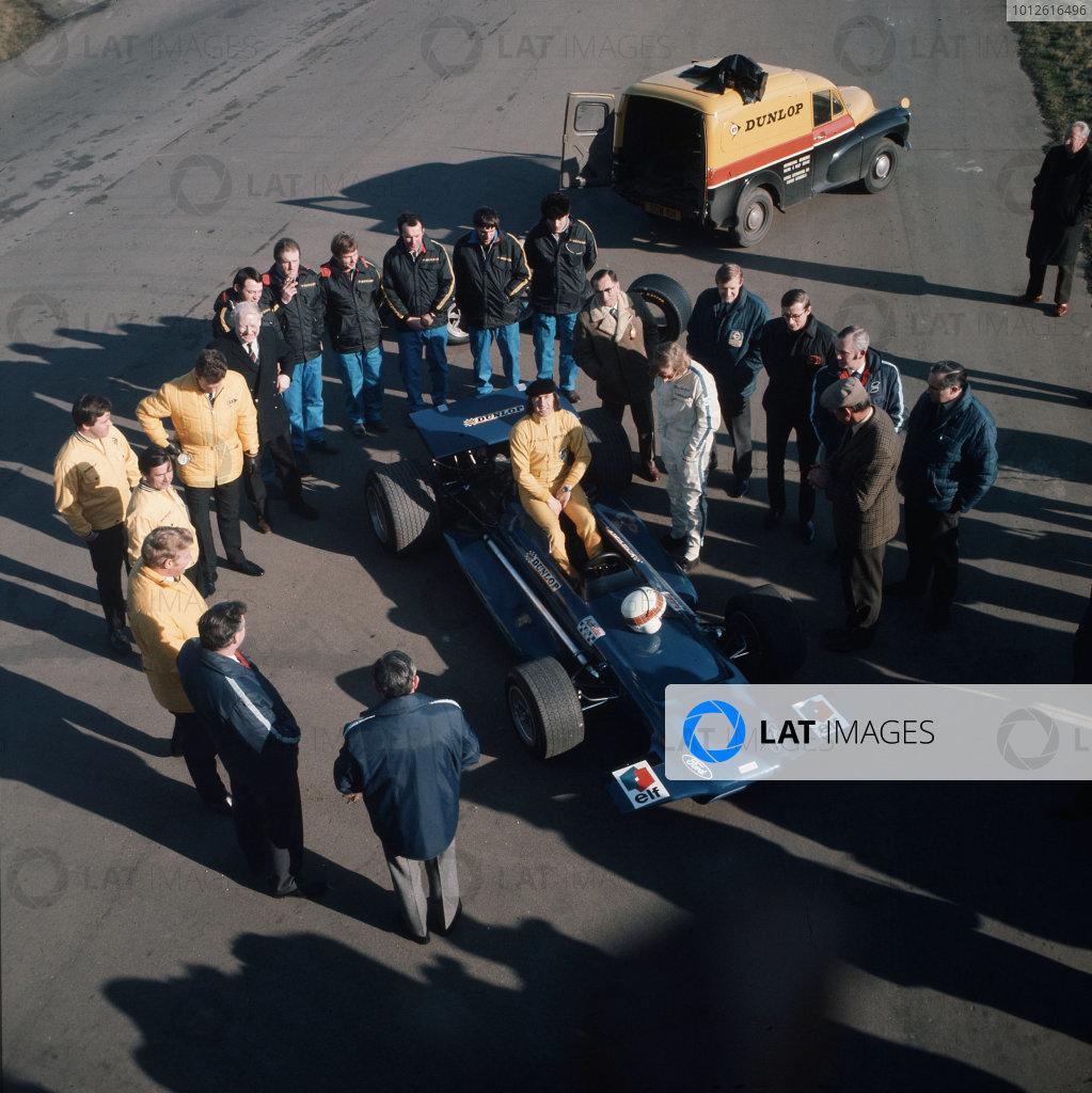 Jackie Stewart, Johnny Servoz-Gavin and the Tyrrell team.Ref-3/3883I.World Copyright - LAT Photographic