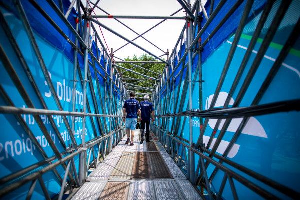 2015/2016 FIA Formula E Championship. Buenos Aires ePrix, Buenos Aires, Argentina. Friday 5 February 2016. Sebastien Buemi (SUI), Renault e.Dams Z.E.15 and Jean-Paul Driot. Photo: Zak Mauger/LAT/Formula E ref: Digital Image _L0U9949