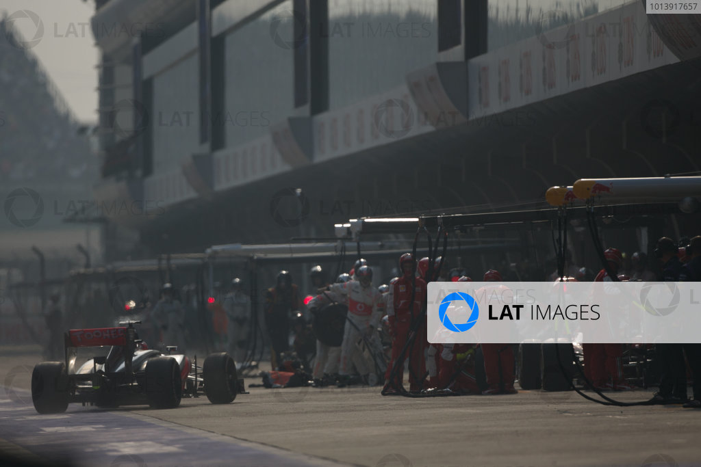Shanghai International Circuit, Shanghai, China Sunday 14th April 2013 Jenson Button, McLaren MP4-28 Mercedes, makes a stop. World Copyright: Andy Hone/LAT Photographic ref: Digital Image HONZ7171