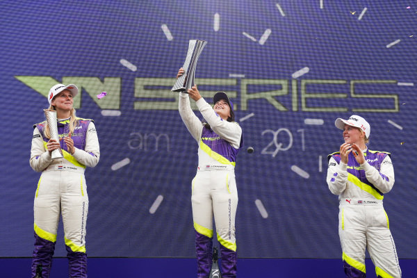 Beitske Visser (NLD), Jamie Chadwick (GBR) and Alice Powell (GBR) celebrate with trophies on the podium