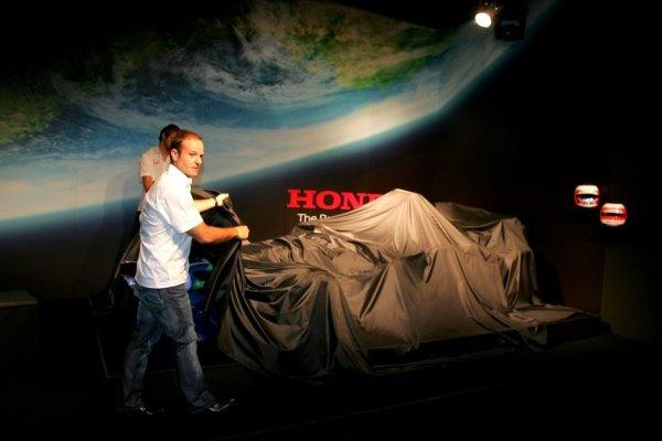 Rubens Barrichello (BRA) Honda and Jenson Button (GBR) Honda unveil the new livery Honda RA107 with new livery. Honda F1 Racing Livery Launch, Natural History Museum, London, England. 26 February 2007. DIGITAL IMAGE
