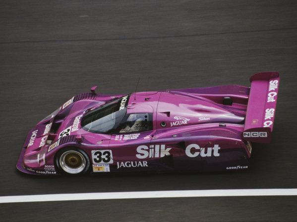 Derek Warwick / John Nielsen / Andy Wallace, Silk Cut Jaguar, Jaguar XJR-12 LM.