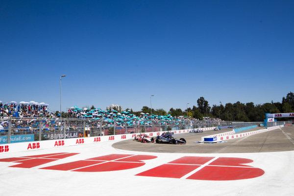 Sébastien Buemi (CHE), Nissan e.Dam, Nissan IMO1 leads Pascal Wehrlein (DEU), Mahindra Racing, M5 Electro and Daniel Abt (DEU), Audi Sport ABT Schaeffler, Audi e-tron FE05