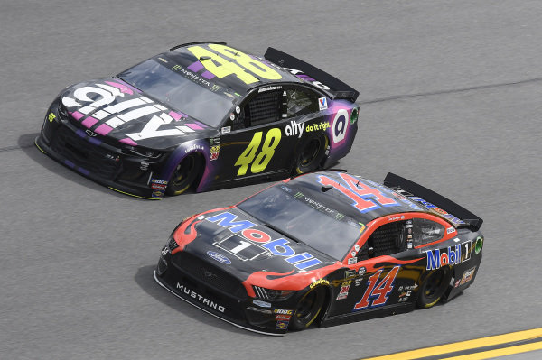 #48: Jimmie Johnson, Hendrick Motorsports, Chevrolet Camaro Ally, #14: Clint Bowyer, Stewart-Haas Racing, Ford Mustang Mobil 1
