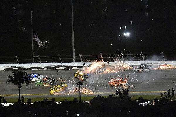 #2: Brad Keselowski, Team Penske, Ford Mustang Discount Tire and #33: Austin Cindric, Team Penske, Ford Mustang Verizon 5G wreck