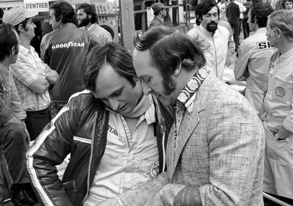Former Grand Prix driver Les Leston(GBR) and Chris Amon(NZL), left. Monaco GP, 23 May 1971