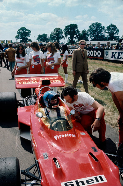 Silverstone, England. 15-17th July 1971.  Dave Charlton, Lotus 72D Ford, on the grid.  Ref: 71GB34. World Copyright: LAT Photographic