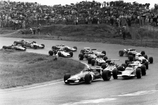 1968 Dutch Grand Prix.Zandvoort, Holland. 23 June 1968.Jochen Rindt, Brabham BT26-Repco, retired, leads Graham Hill, Lotus 49B-Ford, 9th position, Chris Amon, Ferrari 312, 6th position, Jackie Stewart, Matra MS10-Ford, 1st position, Jacky Ickx, Ferrari 312, 4th position, and Jo Siffert, Lotus 49-Ford, retired, at the start, action.World Copyright: LAT PhotographicRef: Motor b&w print