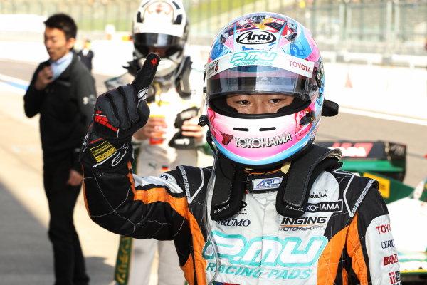 2016 Japanese Super Formula. Suzuka, Japan. 29th - 30th October 2016. Rd 7. Race1- Winner Yuji Kunimoto  ( #2 P.MU/CERUMO ? INGING SF14 ) parc ferme, portrait.  World Copyright : Yasushi Ishihara / LAT Photographic. Ref : 2016SF_Rd7_SUZUKA_006
