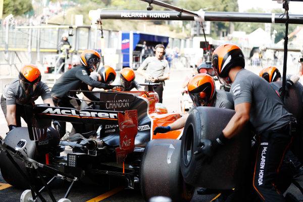 Spa Francorchamps, Belgium.  Saturday 26 August 2017. Fernando Alonso, McLaren MCL32 Honda, makes a practice pit stop. World Copyright: Glenn Dunbar/LAT Images  ref: Digital Image _X4I5914