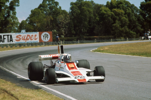 1975 Argentinian Grand Prix  Buenos Aires, Argentina. 10-12th January 1975.  Graham Hill, Lola T370 Ford, 10th position.  Ref: 75ARG14. World copyright: LAT Photographic
