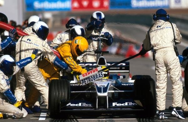 Ralf Schumacher (GER) BMW Williams FW23 and the Williams team practice their pit stops.Formula One Testing, Barcelona, Spain, 27-31 January 2002.