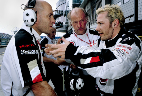 2003 European Grand PrixNurburgring, Germany. 27th - 29th June 2003.Jacques Villeneuve, BAR Honda 005, talks with David Richards and Jock Clear - portrait.World Copyright: Steven Tee / LAT Photographic ref: 35mm Image 03Europe27