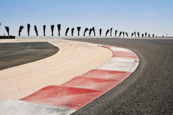 Bahrain International Circuit, Sakhir, Bahrain.24th February 2010.The new F1 Grand Prix track layout.World Copyright: Drew Gibson/LAT Photographic ref: Digital Image _Y2Z0557