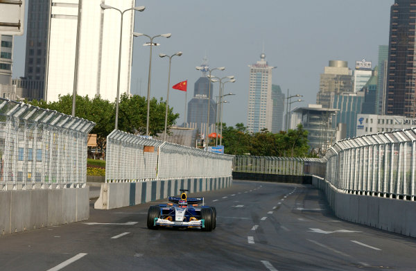 2004 Petronas Shanghai International Race Festival (DTM)Shanghai, China. 17th - 18th July.Neel Jani in a Formula 1 Sauber Petronas C23 in action on the streets in a demonstration run.World Copyright: Andre Irlmeier/LAT Photographicref: Digital Image Only