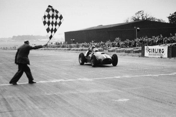 1951 British Grand Prix. Silverstone, Great Britain. 14 July 1951. Jose Froilan Gonzalez (Ferrari 375), 1st position. This was Ferrari's first GP victory. Ref-51/36 #35. World Copyright - LAT Photographic