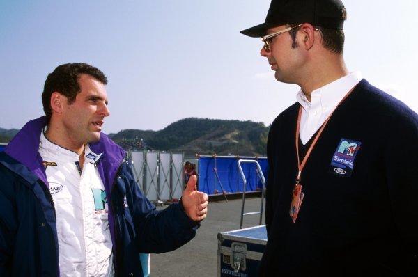 (L to R): Roland Ratzenberger (AUT) Simtek, who finished eleventh in his first GP start, talks with Nick Wirth (GBR) Simtek Team Principal. Pacific Grand Prix, Rd 2, TI Circuit Aida, Japan, 17 April 1994.