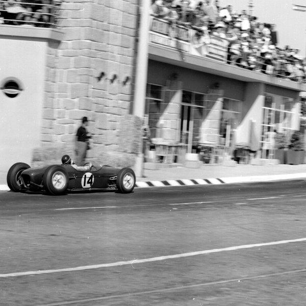 1960 Portuguese Grand Prix.Porto, Portugal.12-14 August 1960.Jim Clark (Lotus 18 Climax) 3rd position.Ref-7117.World Copyright - LAT Photographic