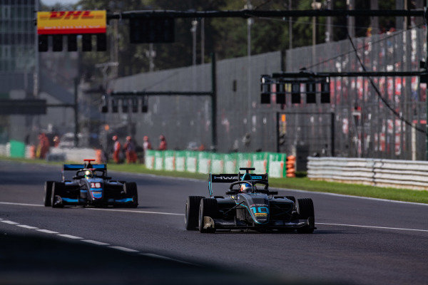 AUTODROMO NAZIONALE MONZA, ITALY - SEPTEMBER 08: Bent Viscaal (NLD, HWA RACELAB) and Andreas Estner (DEU, Jenzer Motorsport) during the Monza at Autodromo Nazionale Monza on September 08, 2019 in Autodromo Nazionale Monza, Italy. (Photo by Joe Portlock / LAT Images / FIA F3 Championship)