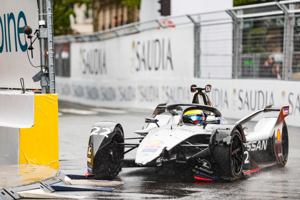 Oliver Rowland (GBR), Nissan e.Dams, Nissan IMO1, with a damaged front wing