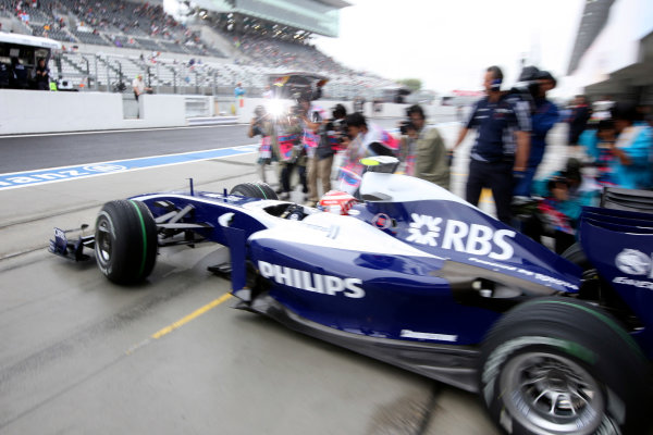 Suzuka Circuit, Suzuka, Japan.2nd October 2009.Kazuki Nakajima, Williams FW31 Toyota, leaves the Williams garage. Action. World Copyright: Glenn Dunbar/LAT Photographic ref: Digital Image _MG_6478