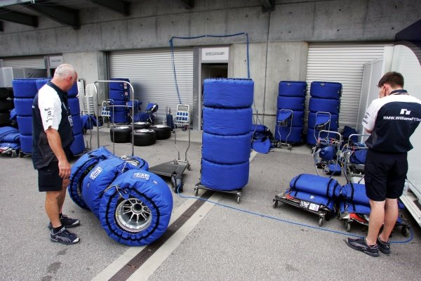 Williams pack their Michelin tyres away. Formula One World Championship, Rd 9, United States Grand Prix, Race, Indianapolis, USA, 19 June 2005.DIGITAL IMAGE