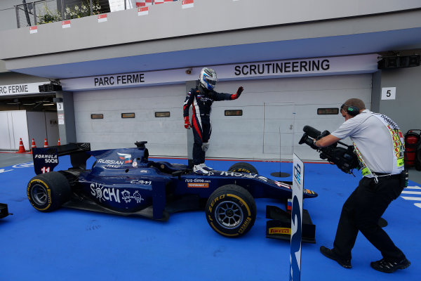 2013 GP2 Series. Round 10.  Marina Bay Circuit, Singapore. 22nd September 2013. Sunday Race.  Sam Bird (GBR, RUSSIAN TIME) celebrates his victory.  World Copyright: Andrew Ferraro/GP2 Media Service  ref: Digital Image _79P8337.jpg