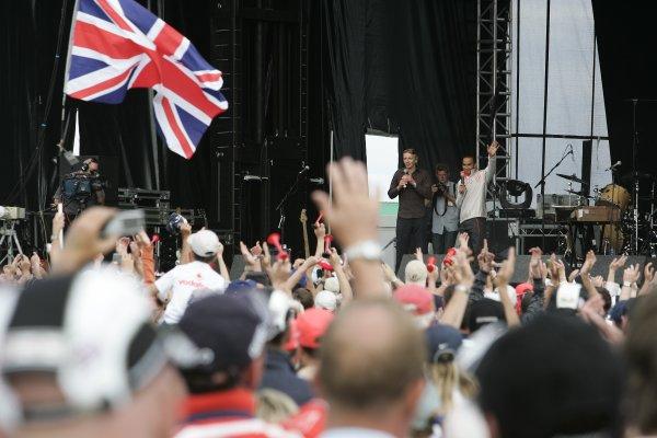 FIA Formula 1 World ChampionshipRound 9British Grand PrixSilverstone8th July 2007Jenson Button, Honda, AtmosphereWorldwide Copyright: Colin McMaster/LAT