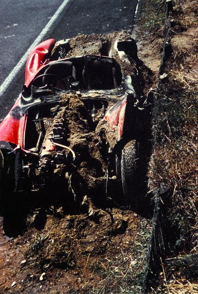 Le Mans, France. 21st - 22nd June 1958 The remains of the crashed Dan Gurney/Bruce Kessler Ferrari 250TR, accident. Portrait. World Copyright: LAT Photographic Ref: Colour Print.