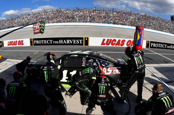 Monster Energy NASCAR Cup Series Apache Warrior 400 Dover International Speedway, Dover, DE USA Sunday 1 October 2017 Kurt Busch, Stewart-Haas Racing, Monster Energy/Haas Automation Ford Fusion crew World Copyright: Rusty Jarrett LAT Images