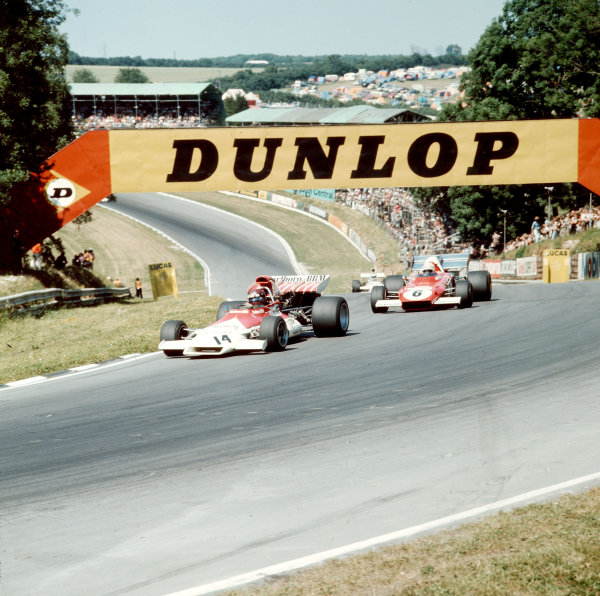 Brands Hatch, England. 13-15 July 1972.Jackie Oliver (BRM P160B) leads Arturo Merzario (Ferrari 312B2). Merzario finished in 6th position. Ref-3/5100A.World Copyright - LAT Photographic
